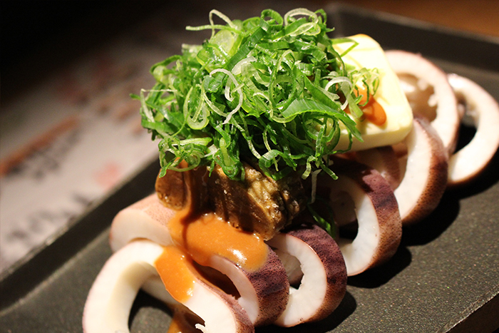 イカの肝バター醤油焼き 780円+税 目の前で焼き上げて熱々を味わって下さい!