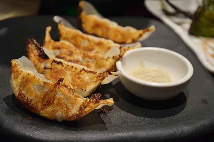 牛タン餃子 580円+税 特製のタレで熟成させた大粒の牛タンを餃子しました。 塩胡椒で食べると牛タンの旨味と食感が一層引き立ちます!