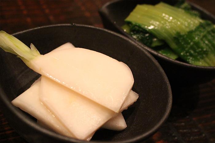 福知山産!朝採れ有機野菜いろいろ 380円+税~ 契約農家さんから買い付けた無農薬お野菜を美味しく調理しました。卓上の日替わりポップをチェックして下さいね!