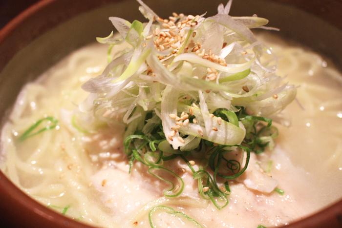 鯛だし塩らーめん 780円+税 自家製麺使用!鯛の旨味が効いた塩味ベースのらーめんです。