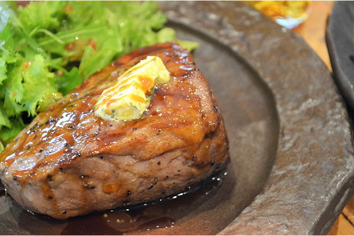 しみずや名物の一つ肉の塊!ビフテキ!250gの牛肉は食べ堪え抜群!! 極旨!ビフテキ 1680円+税