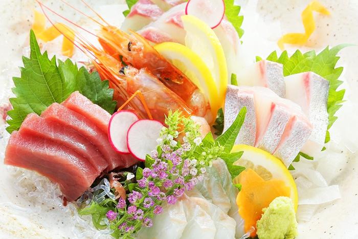 新鮮なお魚をまずはお造りで! お造り盛合せ 1280円+税~