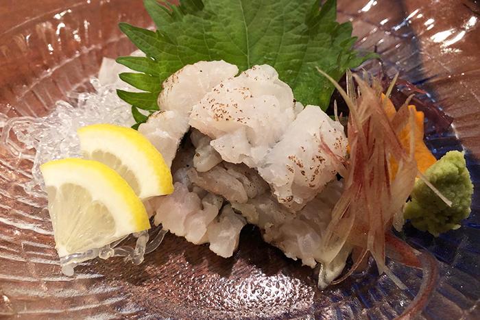 京都の夏は鱧! 魚屋平兵衛商店では「鱧しゃぶ」「落とし」「変わり揚げ」等 色々なお料理でご提供します! 鱧の焼き霜造り 780円+税
