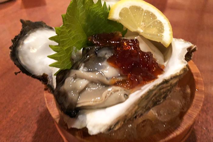 大粒で身がプリプリ、味が濃厚な舞鶴産岩牡蠣も入荷! 数量限定!早い者勝ち!! 舞鶴産岩牡蠣 1個880円+税
