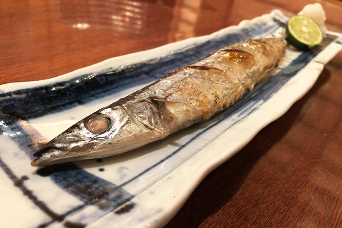 食欲の秋、代表選手はやっぱり秋刀魚! 脂の乗った秋刀魚を香ばしく焼き上げます! 秋刀魚の塩焼き 780円+税~