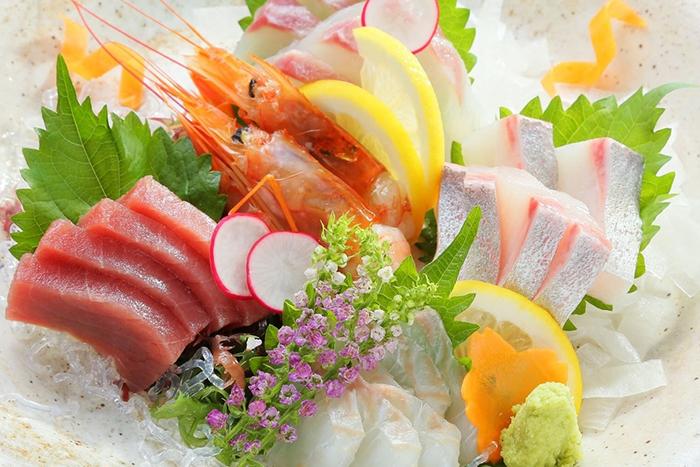 お造り盛合せ 1280円+税 新鮮なお魚をまずはお造りで!