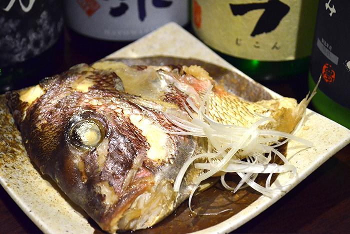 毎日届く魚屋さん直送の鯛の兜とかまをじっくり煮つけました。 寒い時期にピッタリの逸品です 鯛のあら炊き 480+税~