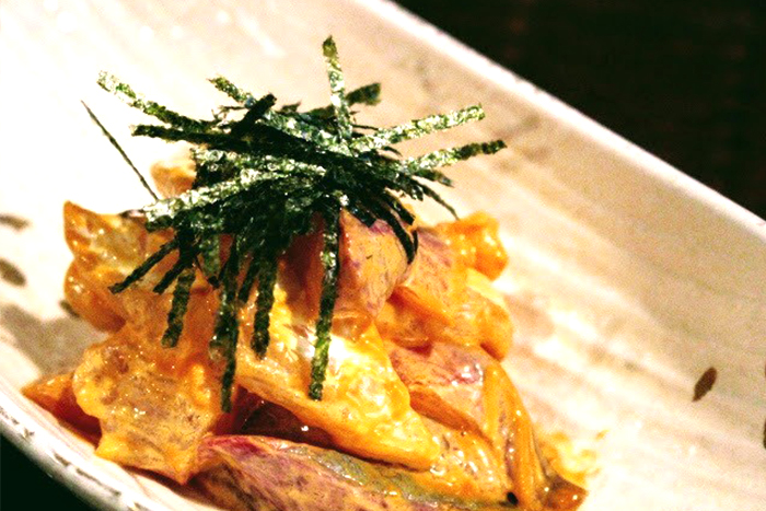 濃厚雲丹ソースの海鮮ユッケ 780円+税 贅沢★濃厚雲丹ソースが絶品!酒の肴にピッタリです!