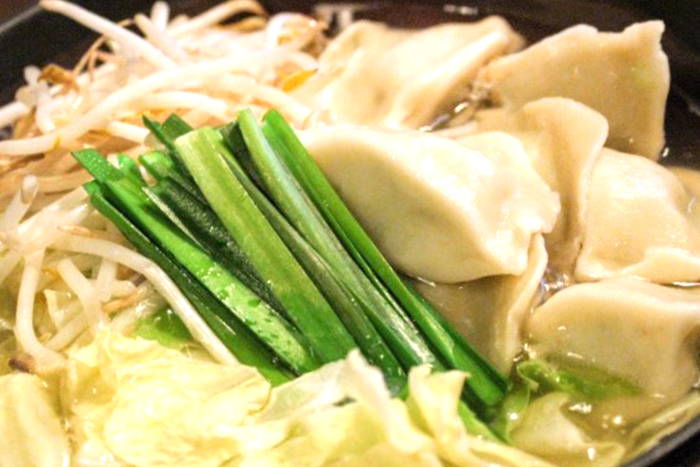 皮もちもち水餃子鍋(2~3人前) 980円+税 寒い日はお鍋!お野菜たっぷり入ってます!