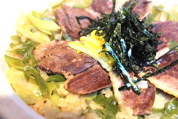 【鴨肉の土鍋ご飯】 卓上で仕上げるので炊きたてを食べれます。